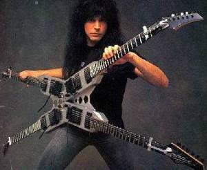 Di nobatkan sebagai sebagai gitaris nomor  10 Gitaris Tercepat Di Dunia